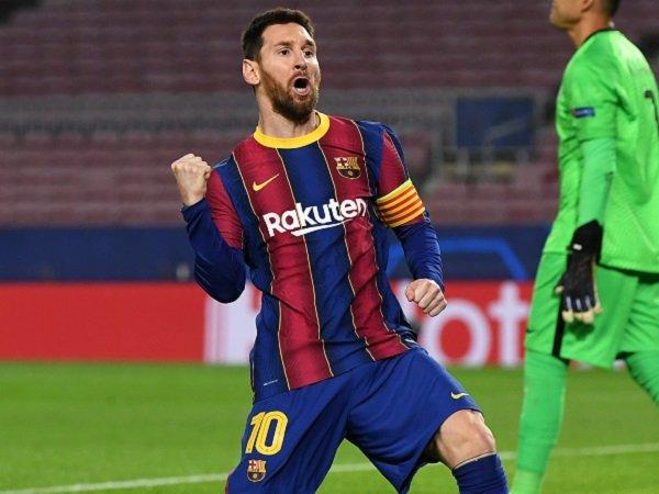 Lionel Messi berada di persimpangan antara Manchester City dan PSG.
