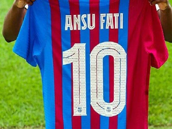 Ansu Fati bakal memakai jersey nomor 10 di Barcelona.