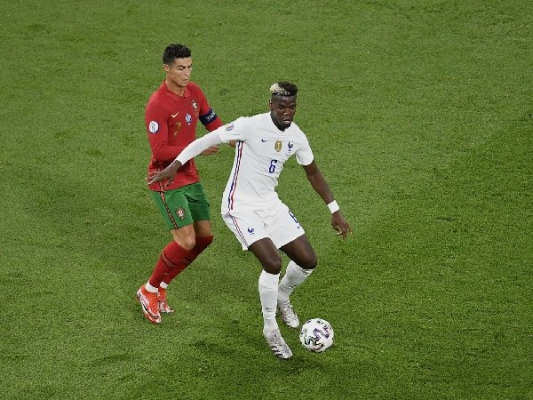 Cristiano Ronaldo diharapkan bisa yakinkan Paul Pogba untuk bertahan di Manchester United