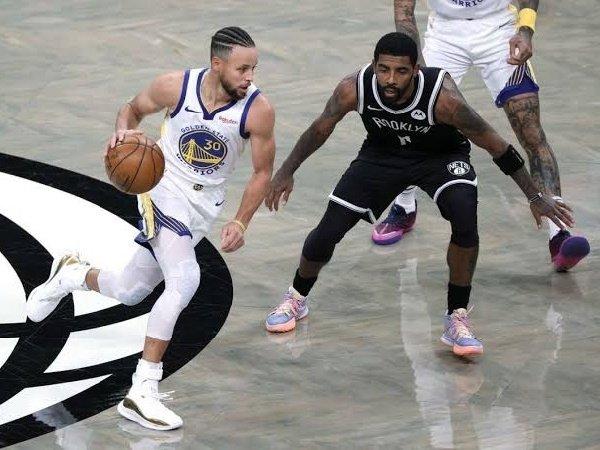 Mike James berpendapat bahwa Irving lebih bertalenta daripada Curry.
