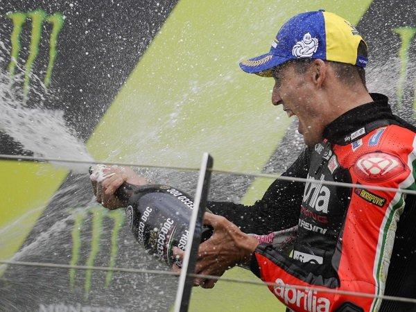 Cal Crutchlow terkesan lihat performa menawan Aleix Espargaro di GP Inggris.