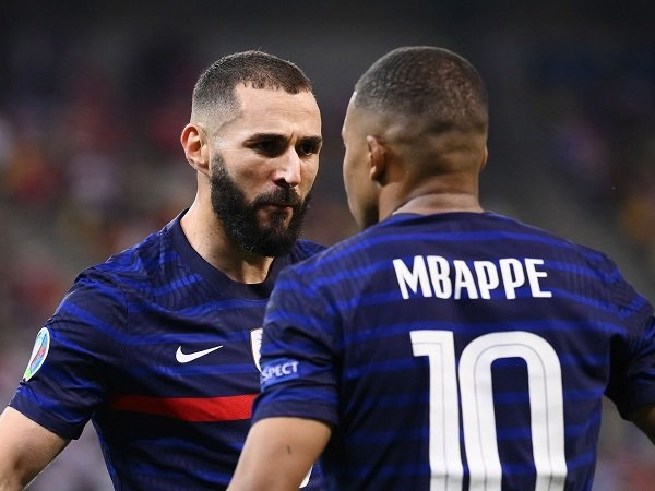 Karim Benzema berharap main bareng Kylian Mbappe di Real Madrid.