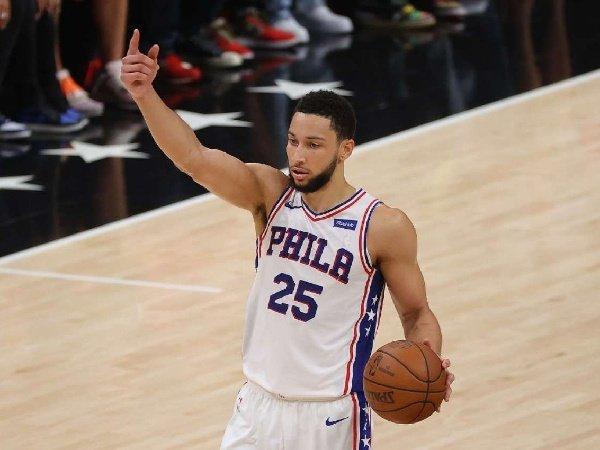 Sacramento Kings enggan lepas Fox ataupun Haliburton demi Simmons.