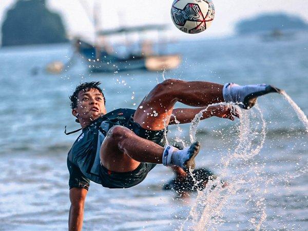 Skuat Persik Kediri berlatih di pantai
