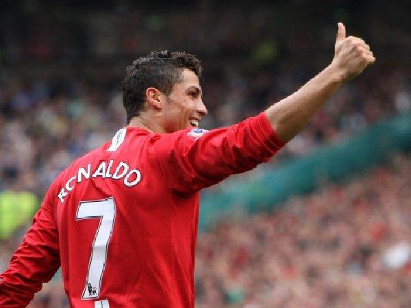 Arsene Wenger komentari transfer Cristiano Ronaldo ke MU