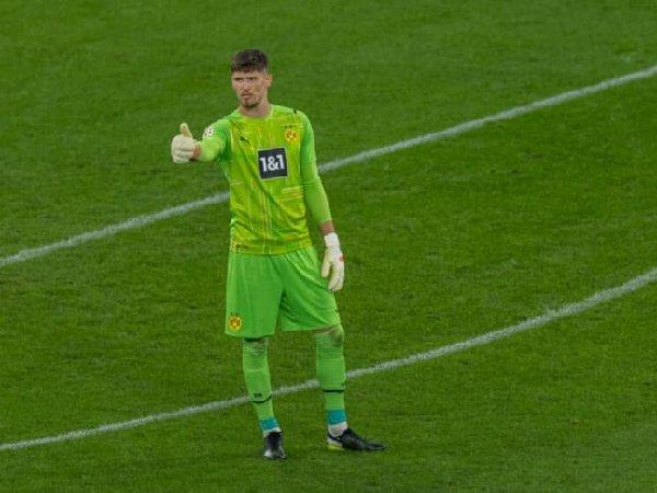 Michael Zorc puji kiper baru Borussia Dortmund, Gregor Kobel