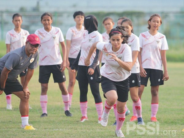 Latihan skuat timnas wanita Indonesia