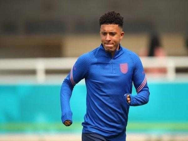Jadon Sancho harus pulang dari pemusatan latihan Inggris lebih awal setelah ia mengalami cedera di sesi latihan tim awal pekan ini / via Getty Images