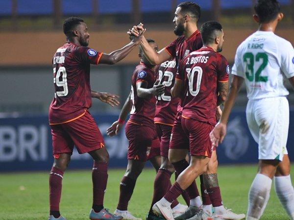 Skuat Borneo FC merayakan gol ke gawang Persebaya Surabaya