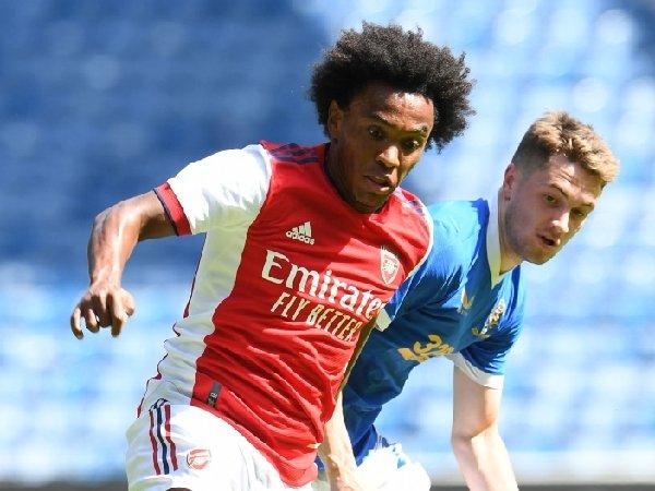 Willian meninggalkan Arsenal dengan status bebas transfer