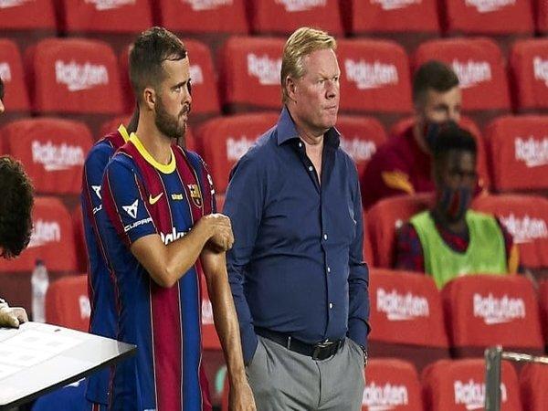 Miralem Pjanic berani menumpahkan kekesalannya terhadap Ronald Koeman setelah Barcelona melepasnya ke Besiktas dengan status pinjaman / via EPA