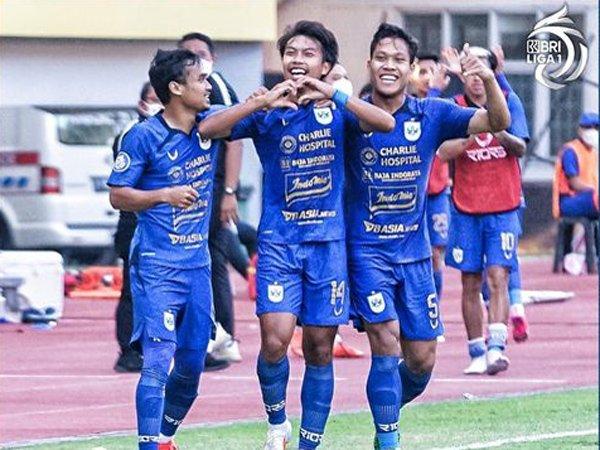 Para pemain PSIS Semarang merayakan gol ke gawang Persela Lamongan