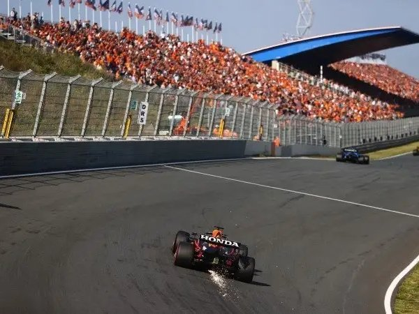 Max Verstappen pada sesi latihan GP Belanda (Foto: motorlat.com)