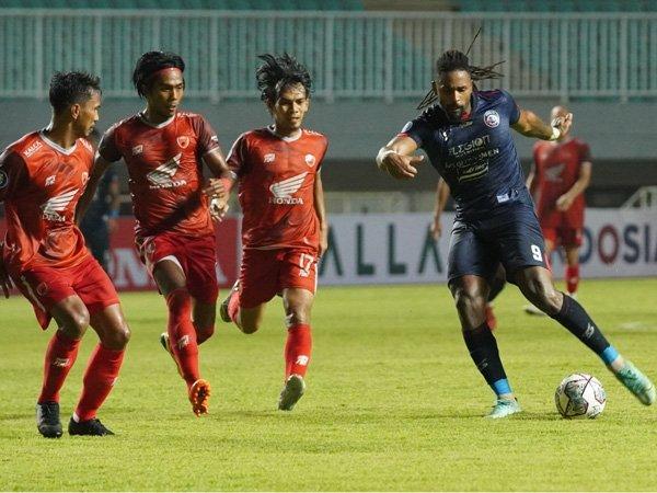 Pertandingan Arema FC kontra PSM Makassar