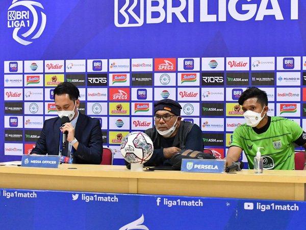 Pelatih Persela Lamongan, Iwan Setiawan (tengah)