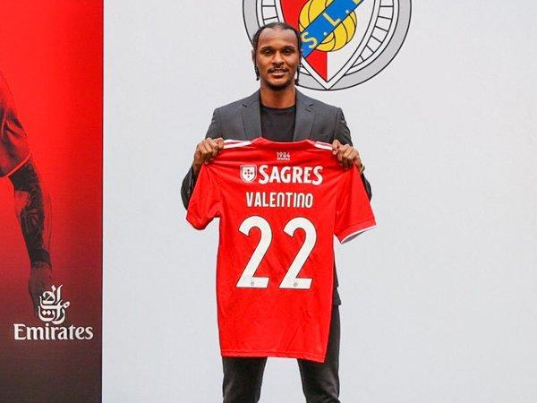 Bek sayap Benfica, Valentino Lazaro.