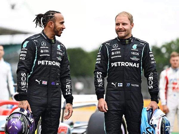 Lewis Hamilton sampaikan salam perpisahan kepada Valtteri Bottas yang hengkang ke Alfa Romeo.