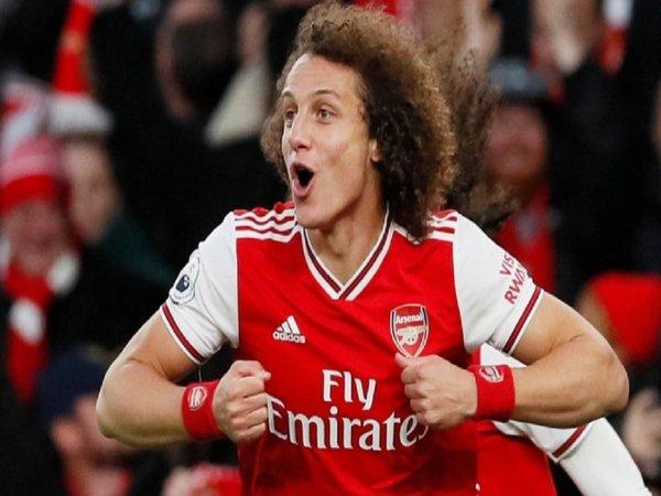 Salernitana membantah bahwa mereka tertarik untuk mengontrak mantan bek Arsenal yaitu David Luiz / via Getty Images