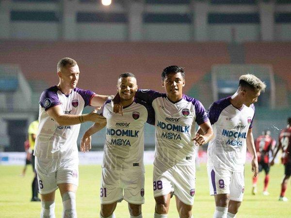 Persita Tangerang saat menghadapi Persipura Jayapura di laga pertama