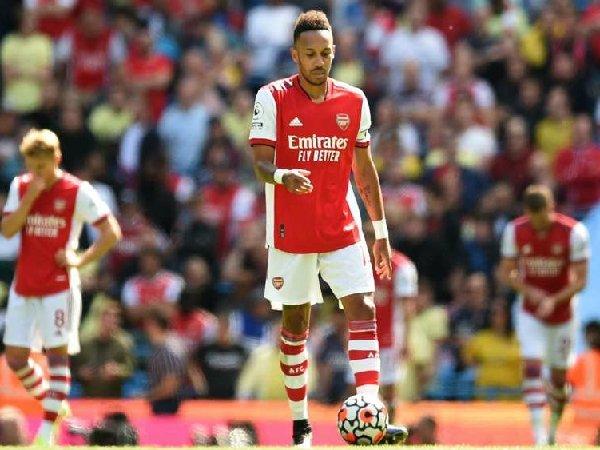 Arsenal terperosok di dasar klasemen Premier League