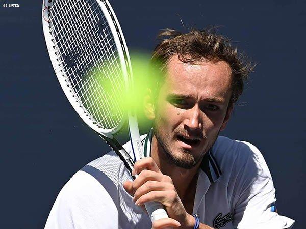 Daniil Medvedev tak biarkan Botic van de Zandschulp bertahan di US Open 2021