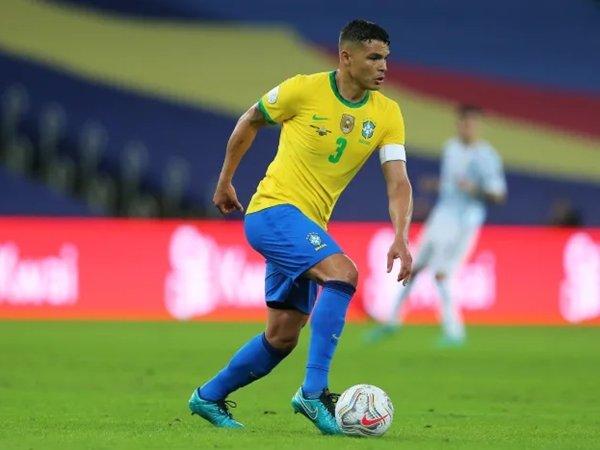 Thiago Silva (Sumber: PRESSINPHOTO)