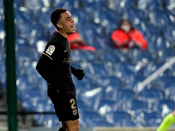 Barcelona konfirmasi cedera Sergino Dest.