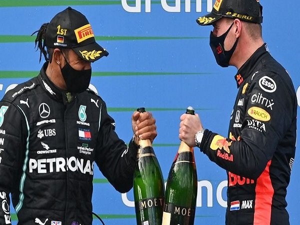 Lewis Hamilton dengan Max Verstappen.