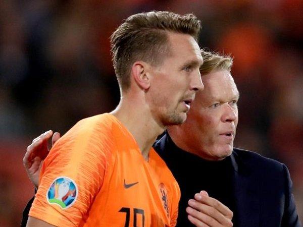 Luuk de Jong bersama Ronald Koeman. (Images: Getty)
