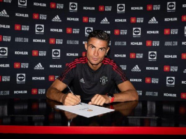 Edinson cavani bisa marah karena kedatangan Cristiano Ronaldo ke MU