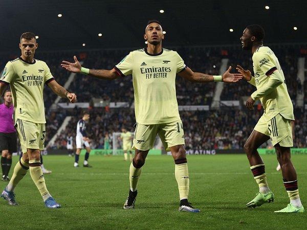 Arsenal incar kemenangan pertama kala hadapi Norwich City.