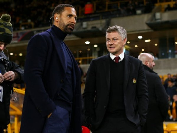Menurut Rio Ferdinand, Manchester United harusnya bisa rekrut setidaknya satu gelar juara