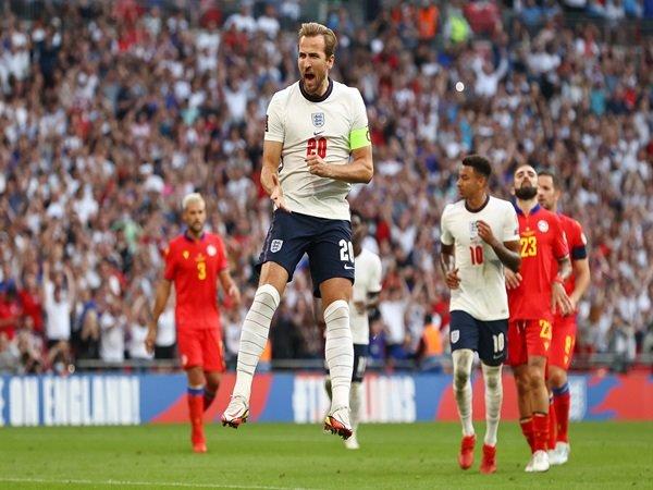 Rooney dukung Kane pecahkan rekornya