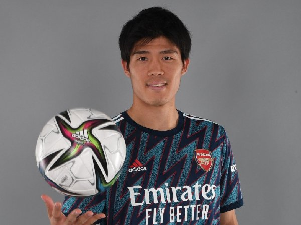 Takehiro Tomiyasu menunggu debut untuk Arsenal