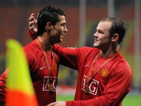 Wayne Rooney mengklaim bahwa kedatangan Cristiano Ronaldo akan membuat pemain Manchester United lainnya bekerja lebih keras