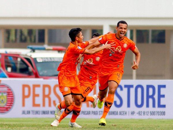 Bek asing Persiraja Banda Aceh, Leo Lelis merayakan gol ke gawang PSS Sleman