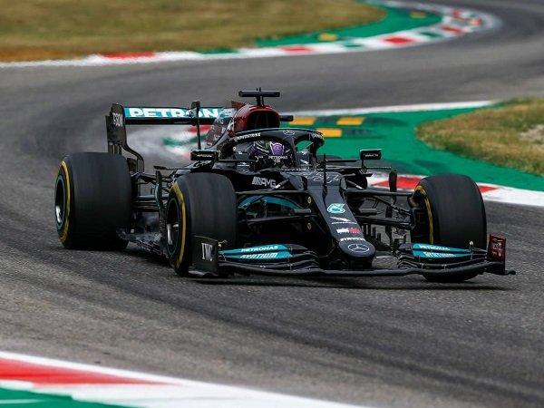 Lewis Hamilton sumringah meski hanya start kedua di Monza.