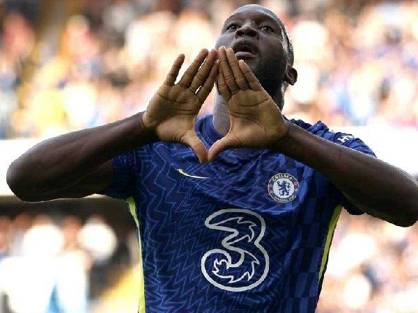 Romelu Lukaku bahagia berhasil cetak gol di depan penggemar Chelsea.