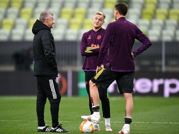 Ole Gunnar Solskjaer isyaratkan peran baru untuk Donny van de Beek di Manchester United