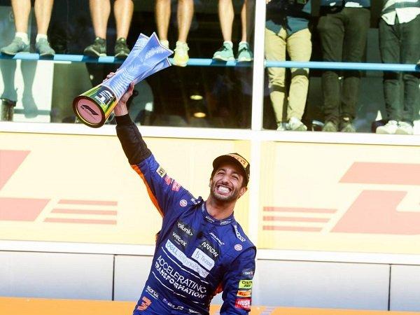 Daniel Ricciardo bangga bisa petik kemenangan untuk McLaren di GP Italia.