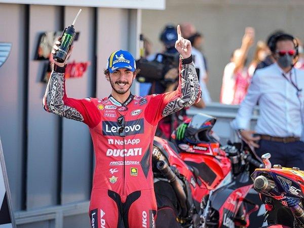 Francesco Bagnaia sumringah bisa menang untuk kali perdana di GP Aragon.