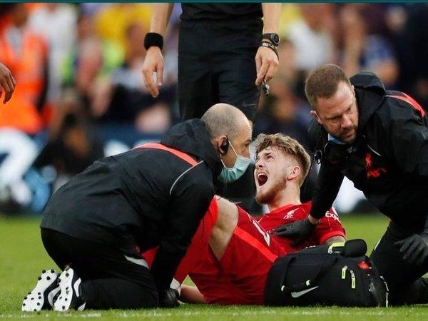Jurgen Klopp mengaku sempat panik dengan cedera parah yang dialami oleh Harvey Elliott di laga melawan Leeds United tadi malam (12/9) / via Getty Images