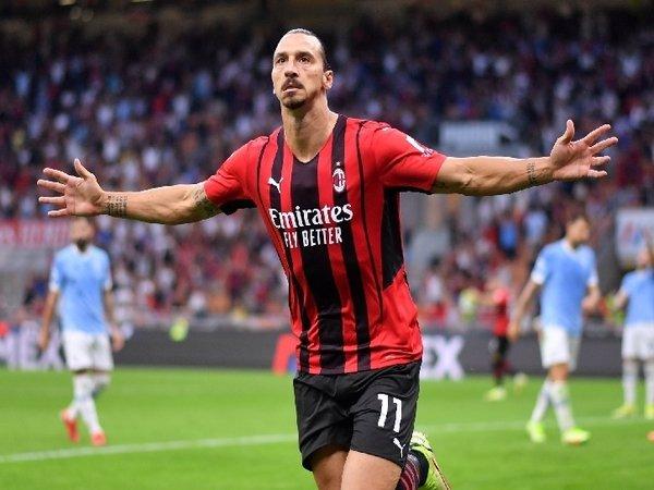 Zlatan Ibrahimovic merayakan golnya ke gawang Lazio dalam laga giornata ketiga Serie A yang berlangsung hari Senin dini hari (13/9) / via Reuters