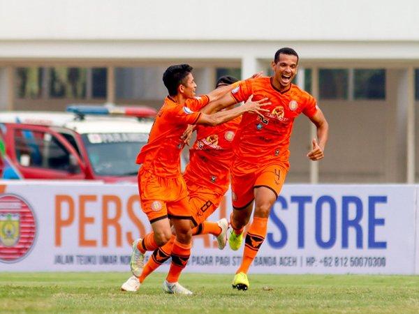 Pemain Persiraja Banda Aceh merayakan gol ke gawang PSS Sleman