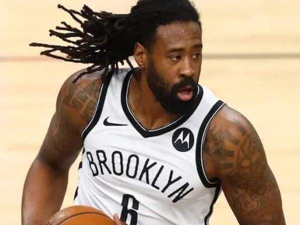 DeAndre Jordan resmi perkuat Los Angeles Lakers.