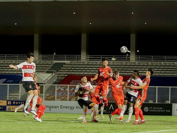 Kim Jin-sung saat melakukan debut di Liga 1 2021/2022 bersama Madura United