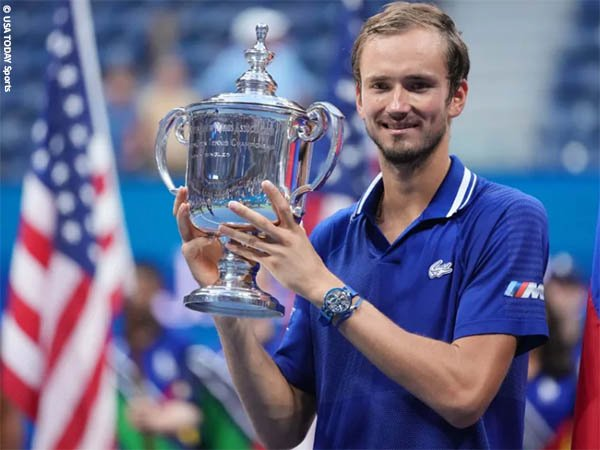 Juarai US Open, Daniil Medvedev terima ini dari Bayern Munich