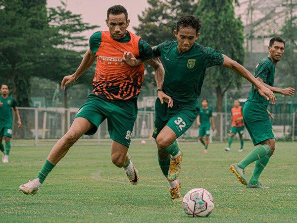 Latihan skuat Persebaya Surabaya jelang pekan ketiga Liga 1