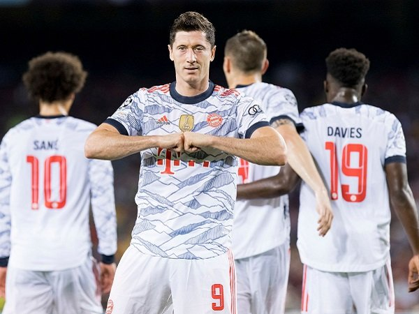 Bayern Munich hancurkan Barcelona di pekan pembuka Liga Champions.