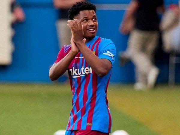 Ansu Fati bahas perpanjangan kontrak dengan Barcelona.